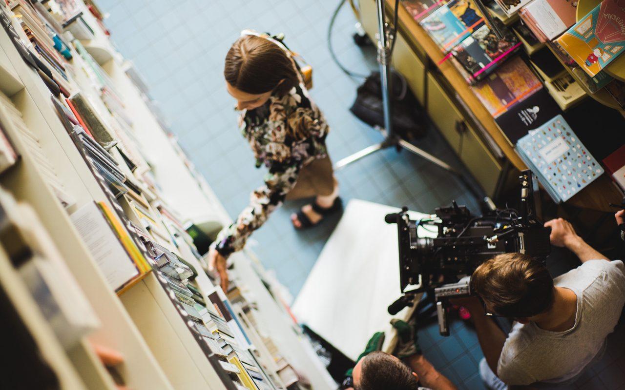 actress on set