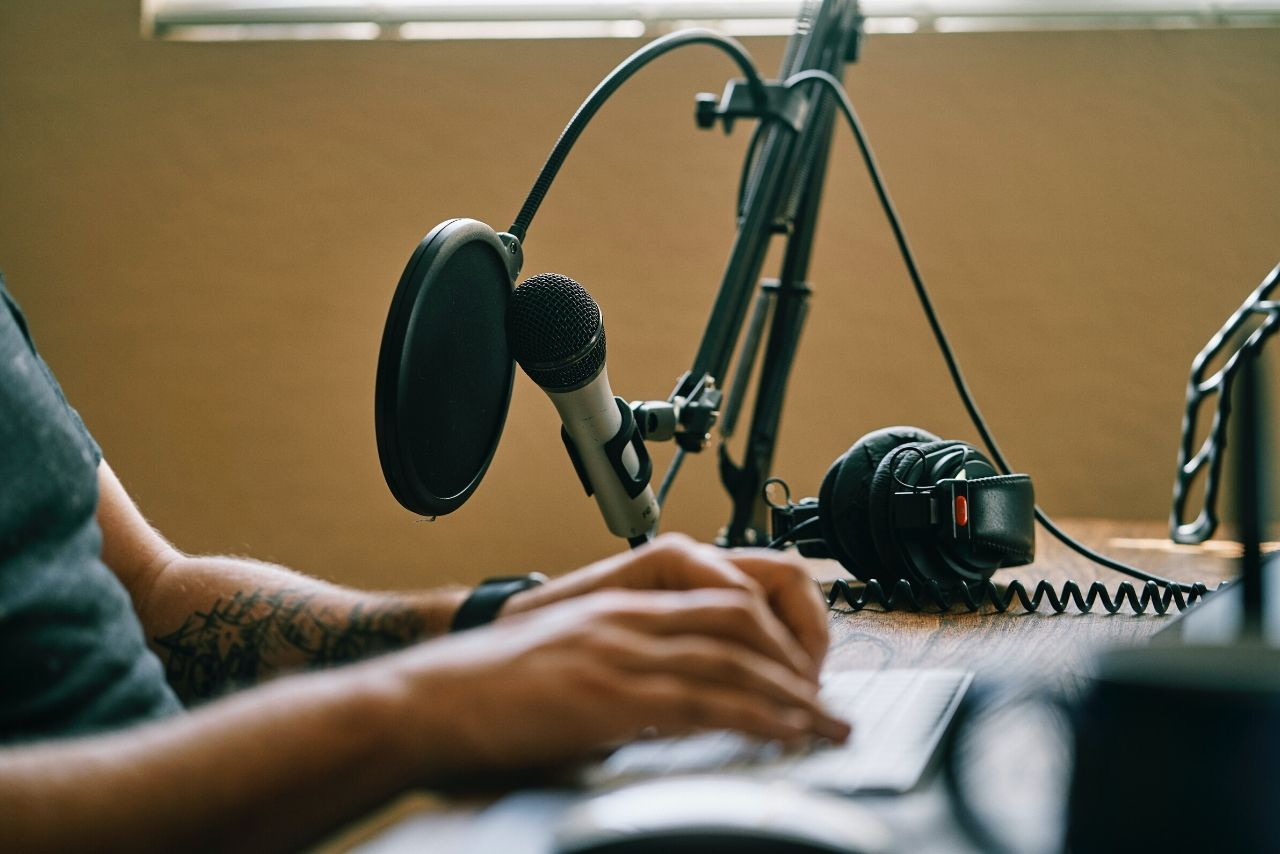 How to make money narrating audiobooks. Make money reading audiobooks as a voice actor! Best Voiceover tips!