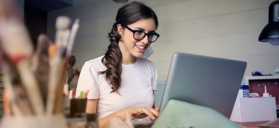 The best side hustle and survival jobs for actors. Make money and follow your dreams!