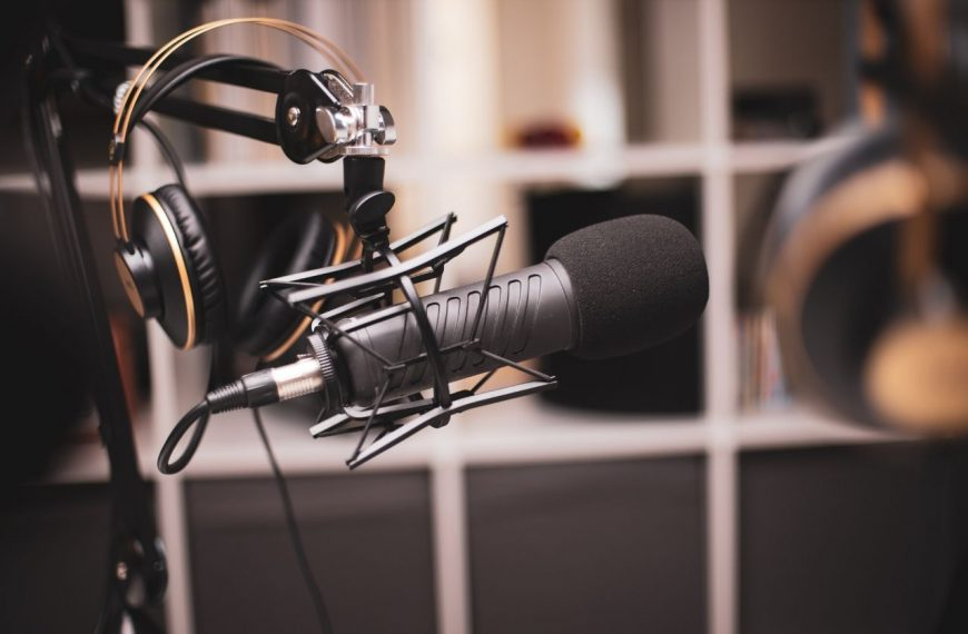 Narrating Audio Books: Your New Side Hustle!