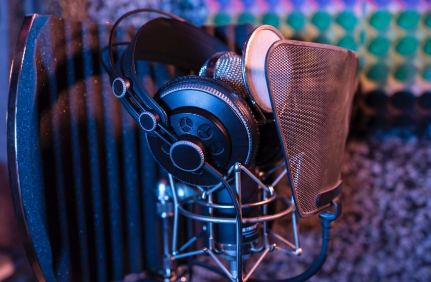 Essential Equipment to Set Up Your Home Recording Studio