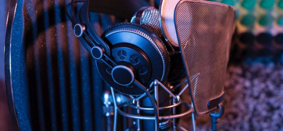 Do you want to get into voiceovers? Set up your home recording studio with this equipment!