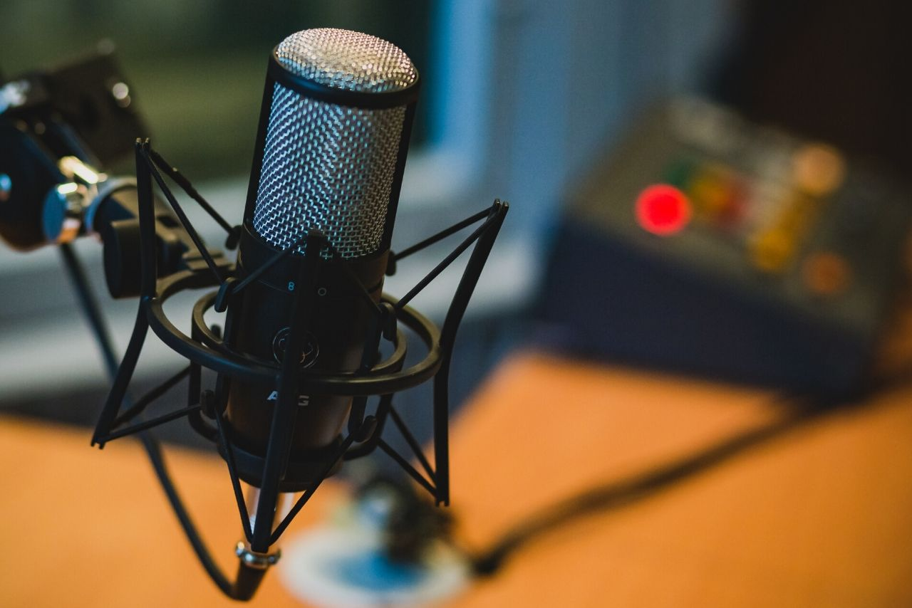 Do you want to become a VoiceOver artist? Learn how to set up your home recording studio now!